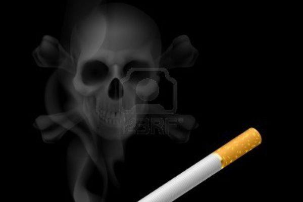 15397845-cranio-umano-appare-nel-fumo-di-sigaretta-sul-nero.jpg